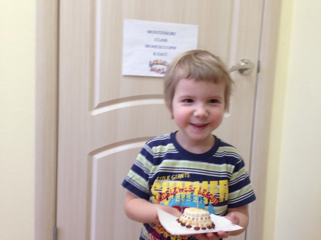 Слепили тортик специально для дедушки на День рождения!