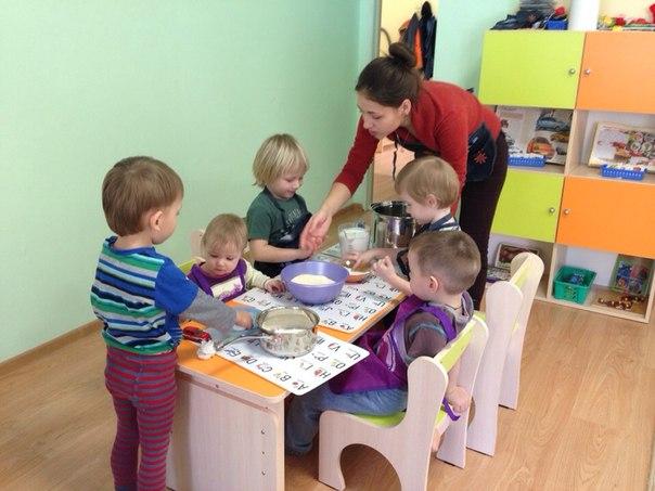 Мастер-класс по кулинарии! Дети сами делают тесто для манника, а потом его с удовольствием едят (даже самые привереды-едоки)